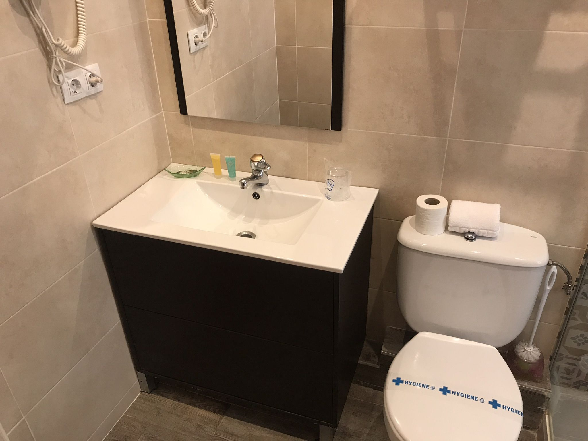 Baño de Habitación Individual. Hotel en Castro Urdiales barato